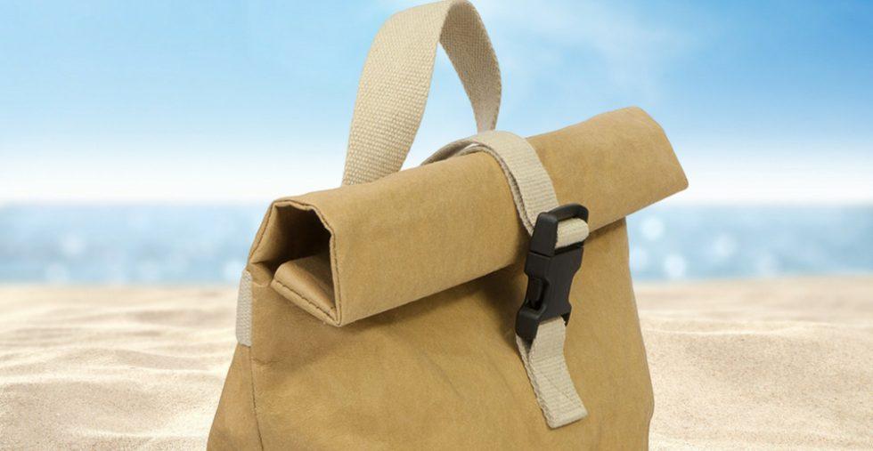 Una borsa da mare per uomo in carta